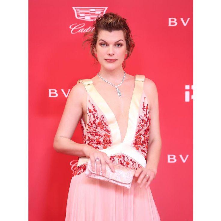Образ дня: Милла Йовович в Prada и украшениях Bulgari на кинофестивале в Шанхае