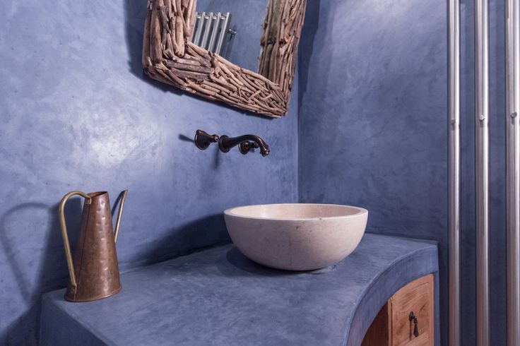 Blue tadelakt bathroom, RabunaDesign
