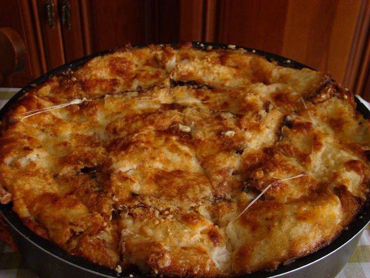 La zuppetta di San Severo (Foggia) Ingredienti: Caciocavallo Fette di pane abbrustolito (pane pugliese raccomandato) Brodo di tacchino Parmigiano Mozzarelle ben asciutte,anche scamorze.       Procedimento: preparare un brodo con una coscia di tacchino, patata, carota, sedano. Nel frattempo fare abbrustolire un po di fette di pane casareccio. In una teglia da forno alternare, come nelle lasagne, le fette di pane abbrustolito, il tacchino sfilacciato, la mozzarella sfilata, fette di…