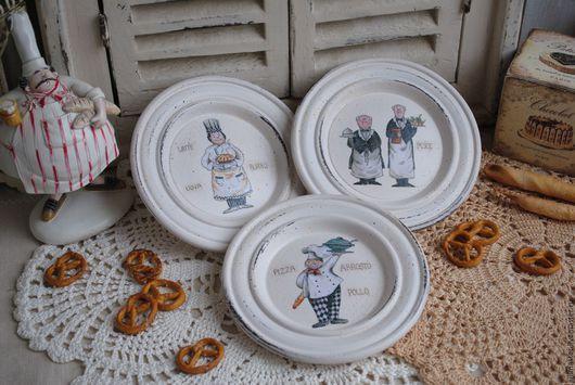 """Кухня ручной работы. Ярмарка Мастеров - ручная работа. Купить Три тарелки на подставке """"Поварюшки"""" декоративные деревянные. Handmade. поваренок"""