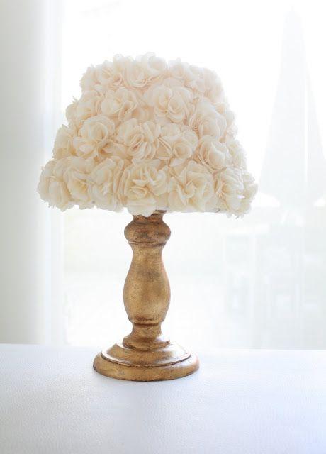 Abajur fiore com base em folha de prata com cúpula de flores