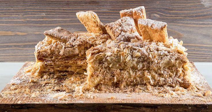 Μιλφέιγ από τον Άκη Πετρετζίκη. Το γλυκό με τα χίλια φύλλα. Εύκολη συνταγή για να φτιάξετε το αγαπημένο σας γλυκό με τραγανό φύλλο σφολιάτας και αφράτη κρέμα!