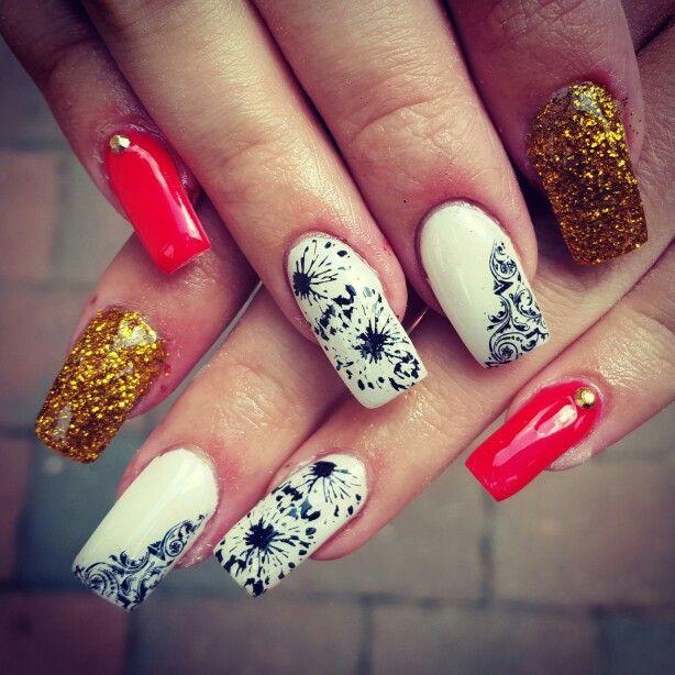 #dandelion #coral #white #golden #stamped #glitternails #glitter #rhinestones #square #summernails