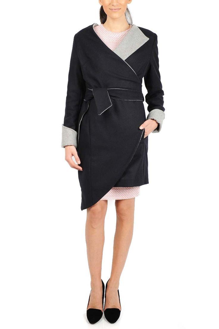 Palton bicolor din lana. Recomandari de stil: Poarta paltonul cu pantaloni sau fuste drepte si incaltaminte cu toc sau cu jeans si cardigan din materiale naturale