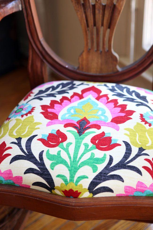 Elige una de nuestras preciosas telas y dale un toque especial a tus sillas! Escríbenos y te daremos un presupuesto!