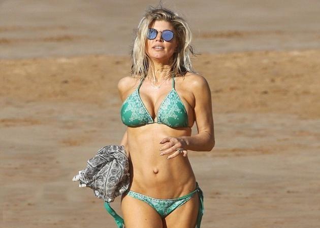 Κολάζει στα 41 της χρόνια η Fergie! Η εμφάνιση με καυτό μπικίνι που συζητήθηκε [pics]