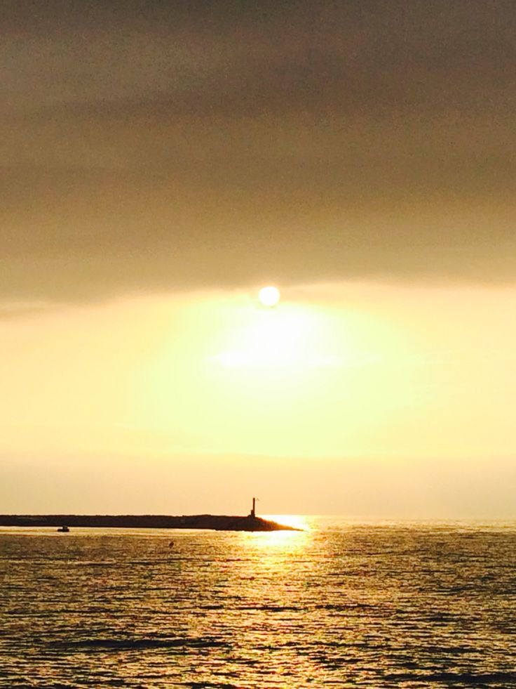 Hoy el sol ha iluminado el faro Arenys de Mar, 12-10-15 www.xiprer.com