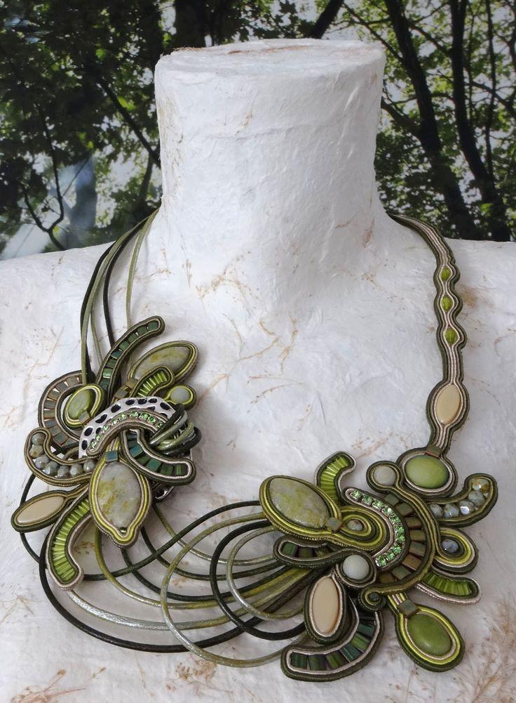 MonikaS collar de soutache con piedras naturales, jade, amazónica, madreperla, cristal opaco y facetado, con abalorios de miyuki, aro de Zamanillo y cuero.