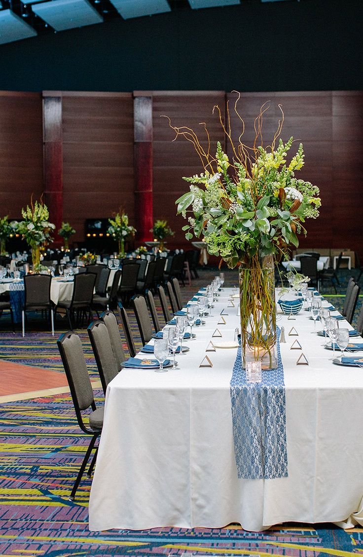 Family Style Dining At An Iowa Events Center Wedding In Des Moines Iowa Photo By Shana Drake Photography Event Center Event Iowa