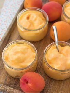 La mousse à l'abricot est un dessert qui allie la légèreté avec la gourmandise.
