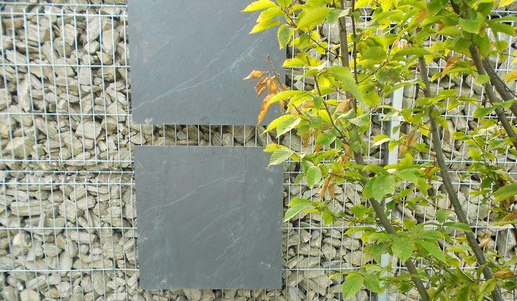 Gabionowa ściana, naturalny kamień, grab 'Fastigiata' | BS Ogrody