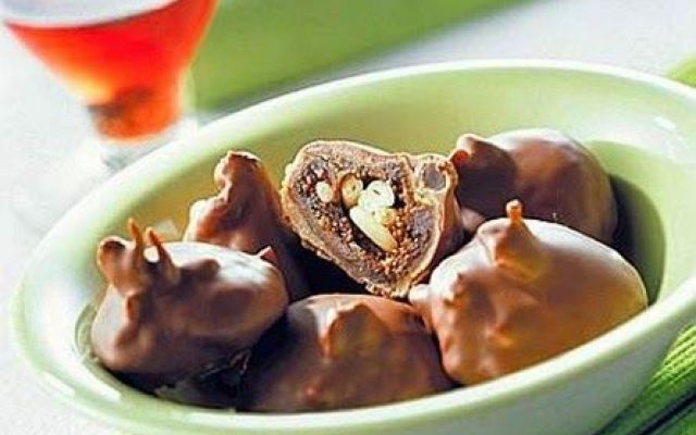 Fichi al cioccolato ripieni di pinoli. ecco la ricetta dopoferragosto #ricettecucinafichi