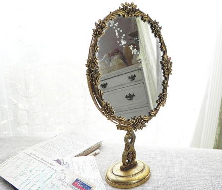 Vintage mirrors not only add unique character to your home or office, but they make incredible gifts and beautiful props for weddings, showers and parties. #Vintage