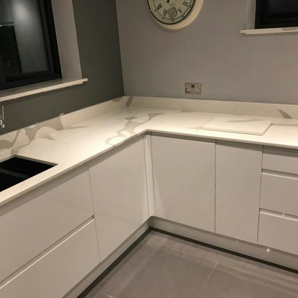 This high white glossy kitchen features the stunning Calacutta. The whites and greys combine perfectly together and adds lots of style to the hub of the home. The perfect veining has been made throughout these worktops and has exceeded the customer expectations.