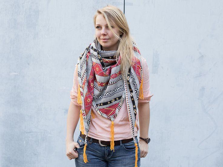 Nähanleitung: Dreieckstuch mit Fransen nähen / diy sewing tutorial: triangular scarf with fringes via DaWanda.com