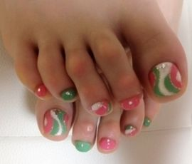 pink and green swirl with glitter pedicure nail art design