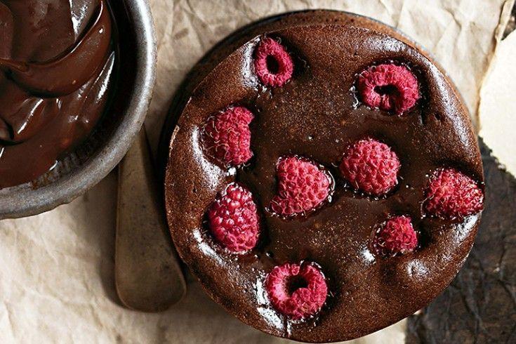 Brownie Tartaletas con chocolate negro y frambuesas de Donna Hay - Culy.nl