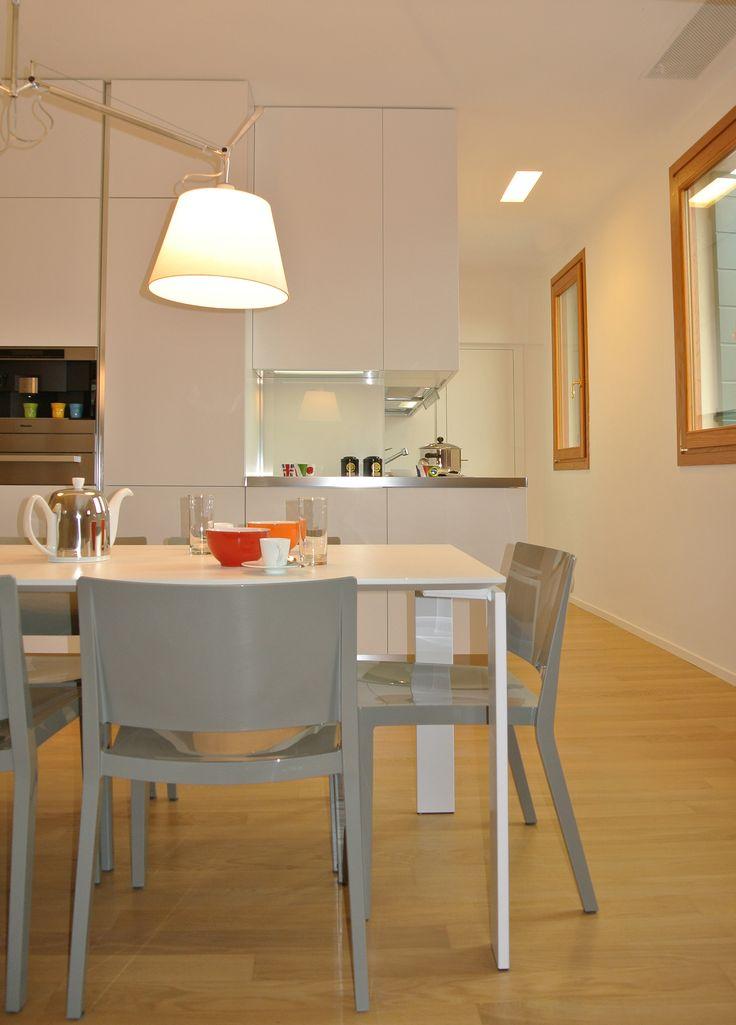 Arredi essenziali per la cucina e la zona pranzo #architettura #interni