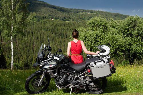 MotorradFolgen Ihrer Ihr Bei Frau Autorin Sie Unserer Eine Und yv6Ib7gYf