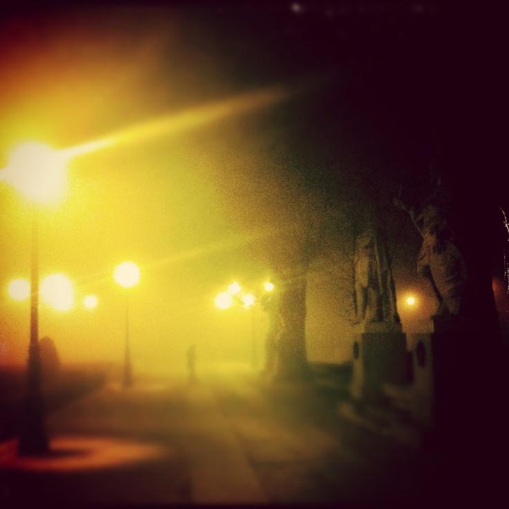 Niebla en la Plaza de Oriente. Madrid.