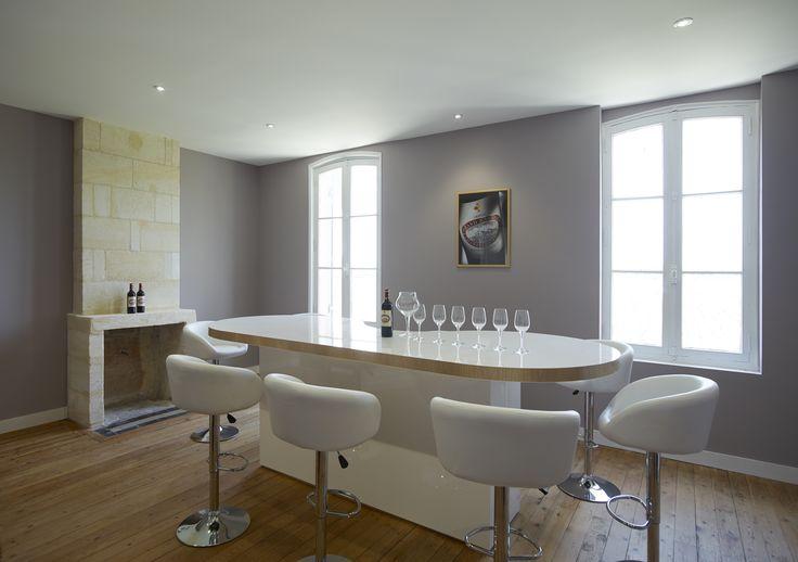 Venez passer un moment sympathique en venant déguster les vins du château Grand Barrail Lamarzelle Figeac. Pour cela il vous suffit de réserver votre visite sur Wine Tour Booking