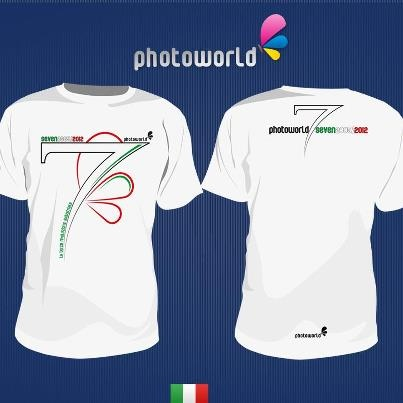 La maglietta creata in occasione del settimo compleanno del gruppo Photoworld - versione tricolore  www.photoworld.it