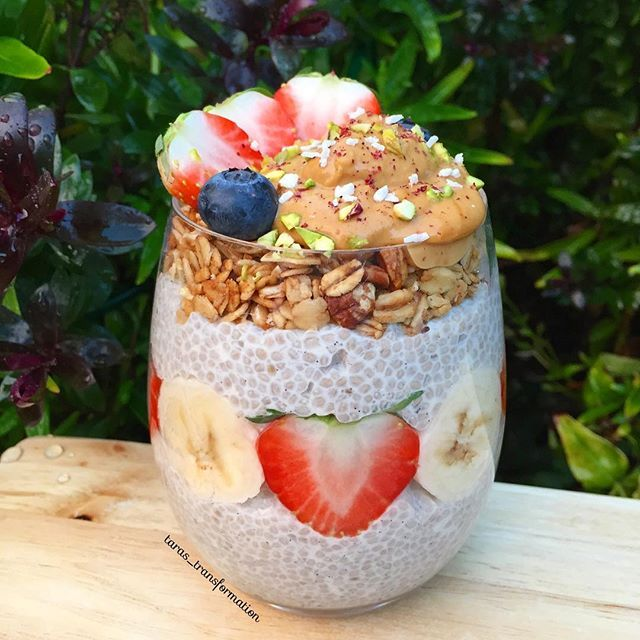 Goooooooood morning!!!! 😁 This beast is vanilla and coconut chia pudding (1/4 cup chia seeds, 1 cup almond milk, 1 tbsp vanilla bean paste and 1 tbsp desiccated coconut) topped with @spooncereals cinnamon pecan granola, peanut butter and some fruit 😍😍 HOLY MOLY GUYS! This was so phenomenal 😆 If you want to see a badly lit video of me styling this beauty then head over to my Instagram story 😉😛 Have an amazing day guys!! Catch ya later 😘 #health #healthy #healthyliving #healthyfood…