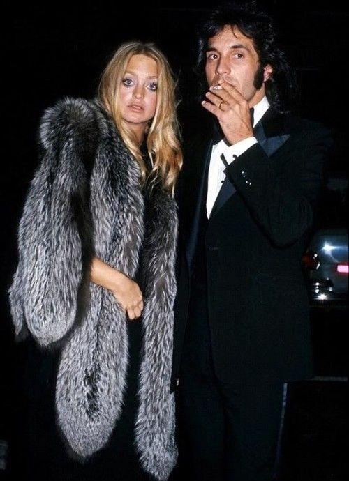 la modella mafia Style Icon Goldie Hawn rocking a fur jacket