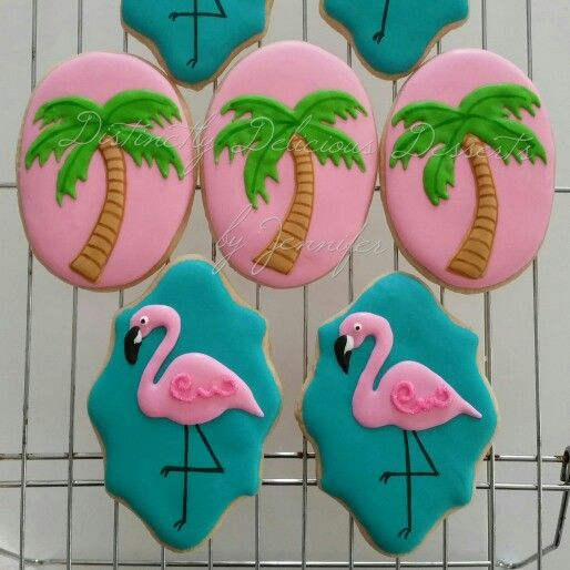 Flamingos and palm trees. Yummy cookies!