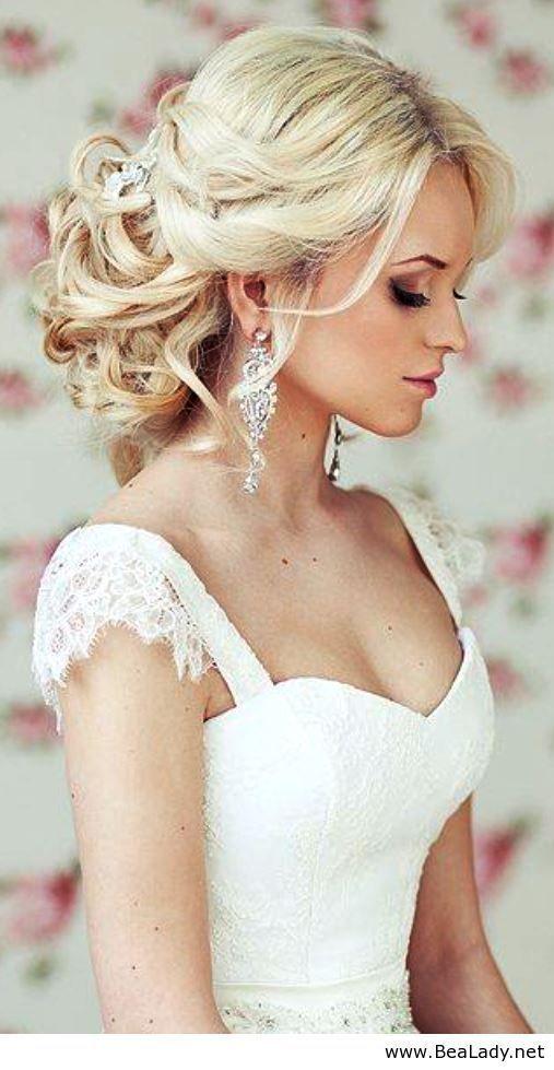 耳元を飾ってくれるのは宝石がついたイヤリング♪花嫁アクセサリーの合わせ方♡結婚式・ウェディング・ブライダルの参考に♡