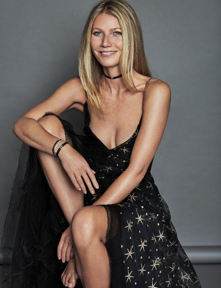 Gwyneth Paltrow wears Valentino gown and Tous choker necklace. Photo: Xavi Gordo