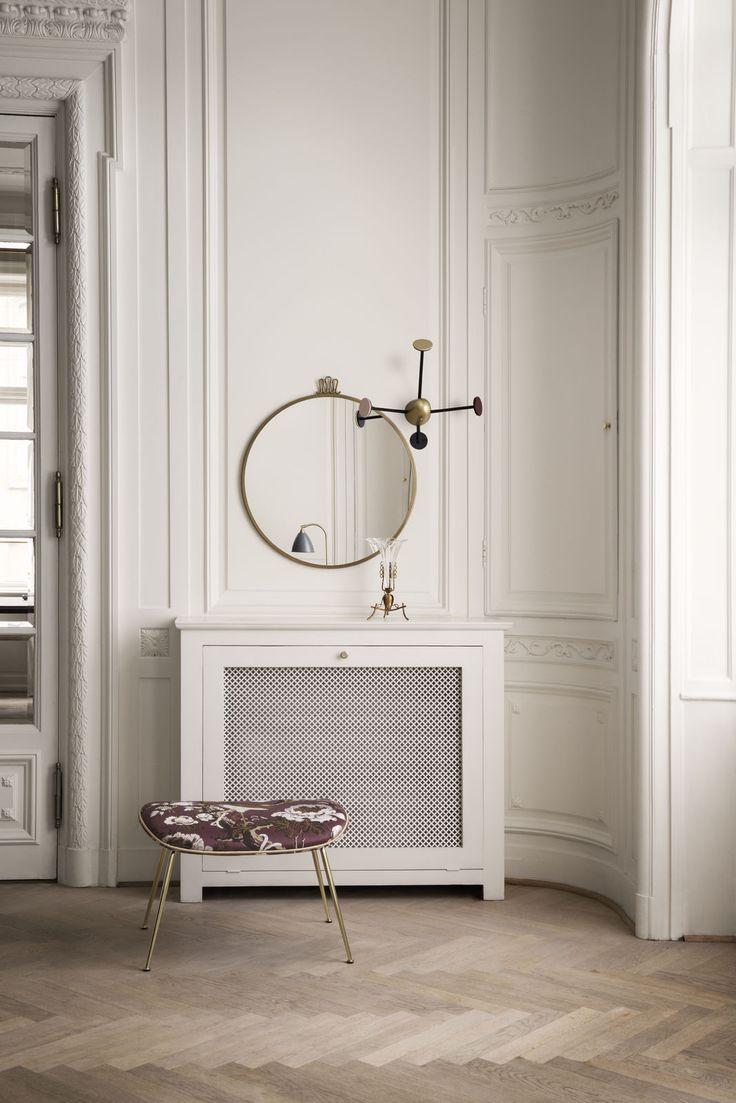 GUBI randaccio-mirror_mategot-coat-rack-vintage-red_beetle-footstool-dedar-silkbird-jaquard-t16025002-piping-luce-g06617-1600x1600