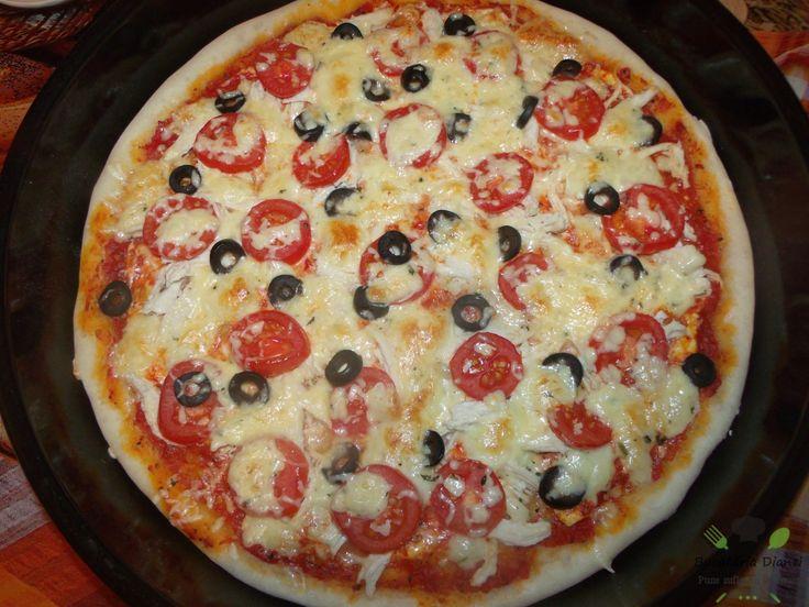 Pizza cu carne de pui, masline și roșii cherry.   #Pizza #Pui #Roșii cherry #Sos de roșii