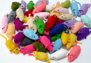 Crochet pattern for a little stuffed mouse, can fill it with catnip too!
