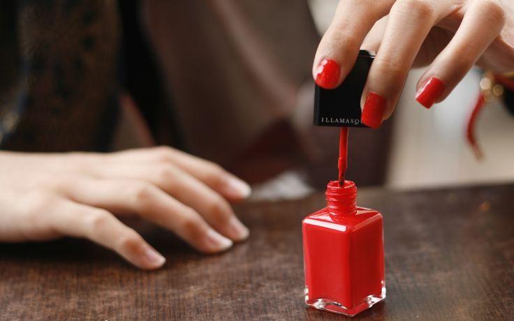 Manicures, aquelas adoráveis profissionais que deixam nossas unhas lindas, sempre tem seus truques na hora de fazer a manicure (ato de pre...