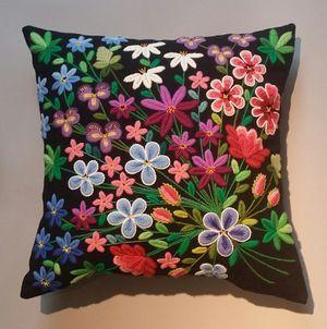 The Tusenblomster cushion, Swedish wool embroidery. | Tusenblomster, materialsats