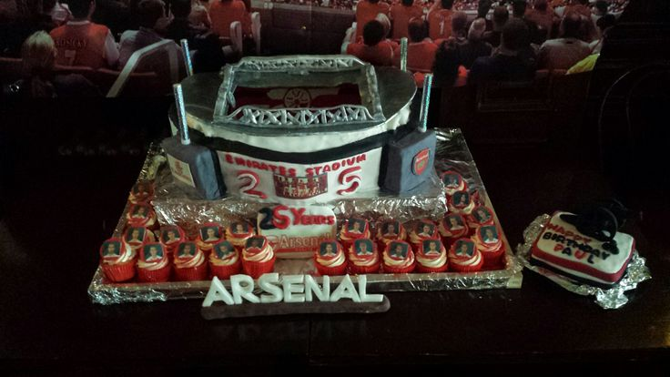 ARSENAL Emirates STADIUM CAKE