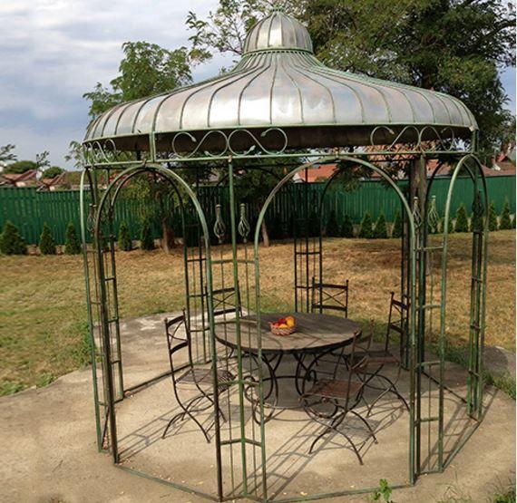 Réplique Napoléon III: kiosque en fer forgé design Chenonceaux: les mêmes matériaux qu'autrefois (fer forgé, rivetage...) mais amélioré par les techniques modernes (entièrement galvanisé et traitement anti rouille)
