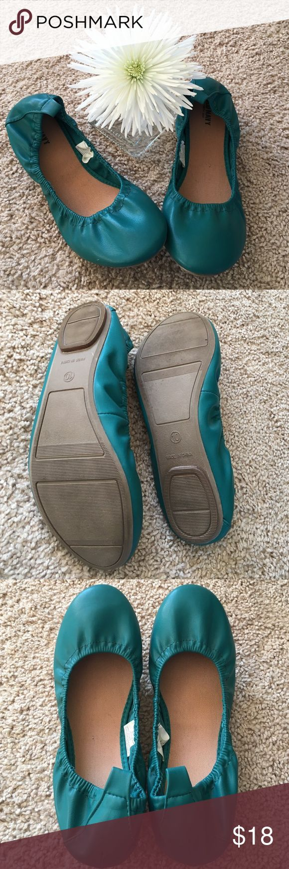 Old Navy Ballet Flats Turquoise faux leather ballet flats from Old Navy.  Excellent condition.  Size 10. Old Navy Shoes Flats & Loafers