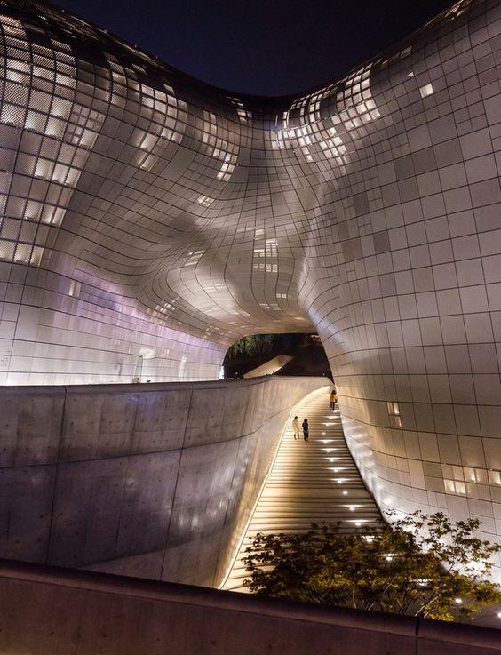 Dongdaemun Design Plaza, Seoul, Korea - Architect : Zaha Hadid.