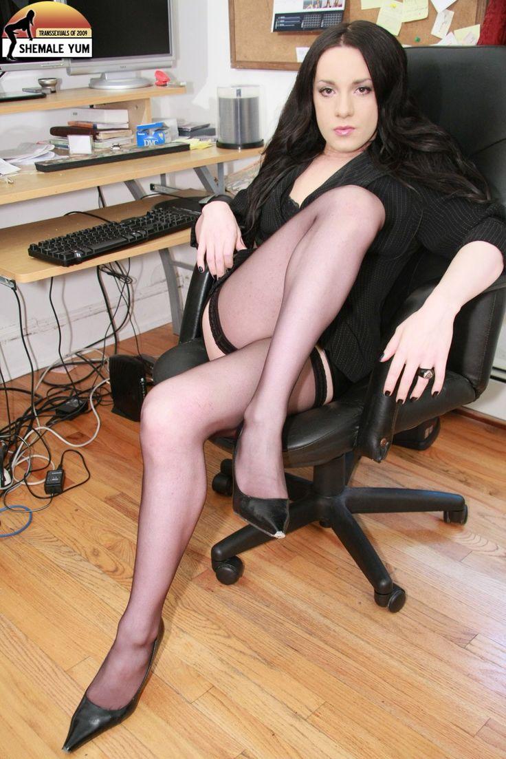 Secretary Shemale 97