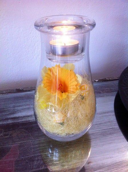 Söt glaslykta med påsk dekoration. www.home-design.se #påsk #ljuslykta #wikholm #glaslykta #påskdekoration