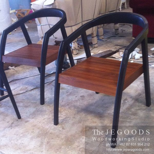 Retro Scandinavian Chair made of solid teak Indonesia by the Jegoods Woodworking Studio. Suits for cafe and restaurant project.