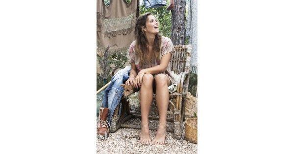 Isla Ibiza Mini Dress Coco  Heerlijke kortejurk met geweldige aztec print.  In het midden en zijkant van de print zijn koperen beads gestikt  De onderkant van de jurk is voorzien van tassels  Materiaal: 100% Katoen  Pasvorm: valt op maat
