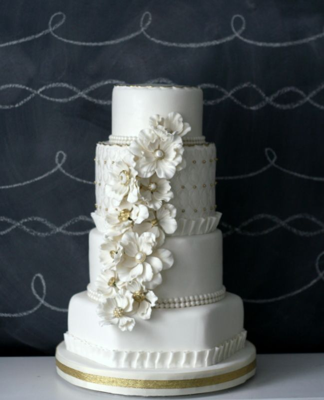 Cake Design with Annie Dam of Cake Couture (in silver with rounds silver stand) - http://thecaketressblog.com/wp-content/uploads/2011/10/copper-creek-wedding-cake.jpg