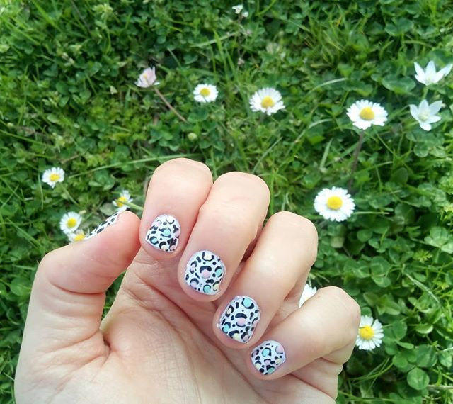 Spring animal print nails! #nails #notd #nailsoftheday Inspired by @cosmeticproof  _______________________ #diaryofabeautyaddict #ellifeshare #elbeautythings