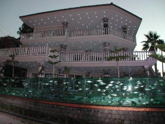 Un aquarium géant (50m) fait office de palissade - Mehmet Ali Gökçeo?lu