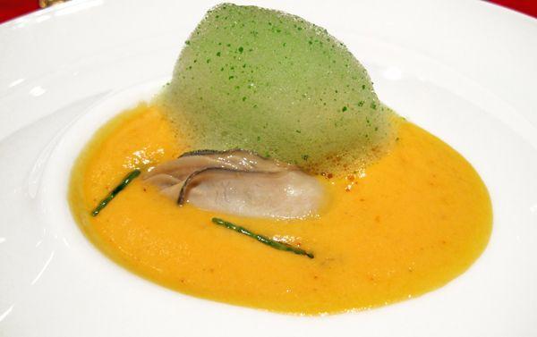 Ostriche La Perle Blanche alla griglia su crema di zucca con aria di prezzemolo - Ristorante La Pergola - Roma