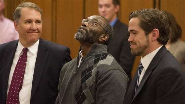 Ricky Jackson (center) with lawyers Mark Godsey (left) and Brian Howe, looks skyward after being released from his life sentence for a 1975 murder he did not commit.