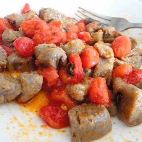 Gnocchetti di ceci neri con datterini - http://www.food4geek.it/le-ricette/cucina-naturale/gnocchetti-di-ceci-neri-con-datterini/